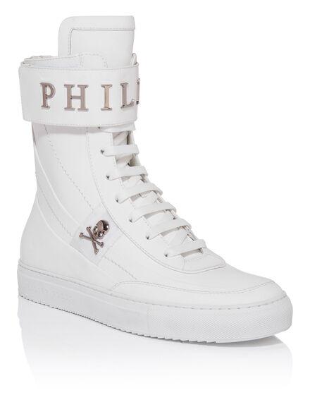 Hi-Top Sneakers pie