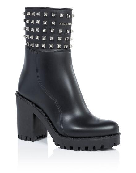 Gummy low heels low boots azalea