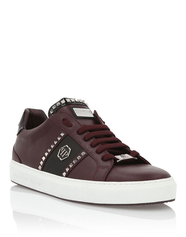 """Lo-Top Sneakers """"Studs and logo"""""""