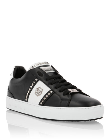Lo-Top Sneakers Studs and logo