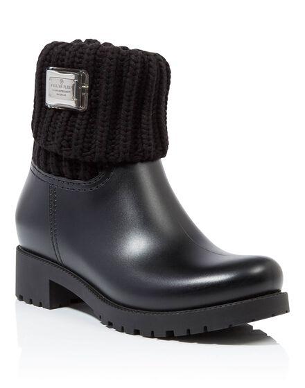 Gummy flat low boots ixora