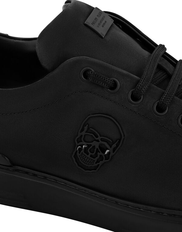 Lo-Top Sneakers The $kull TM