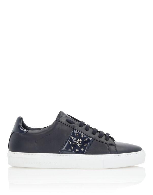 "Lo-Top Sneakers ""Skull stars"""