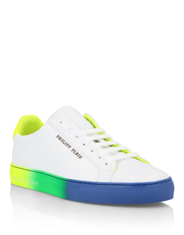 Lo-Top Sneakers Painted
