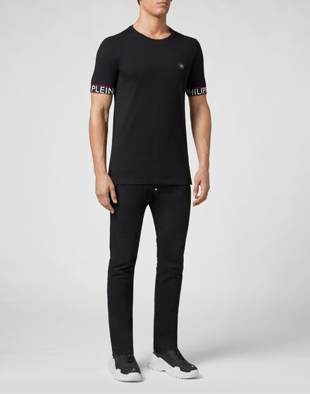 T-shirt Black Cut Round Neck Statement