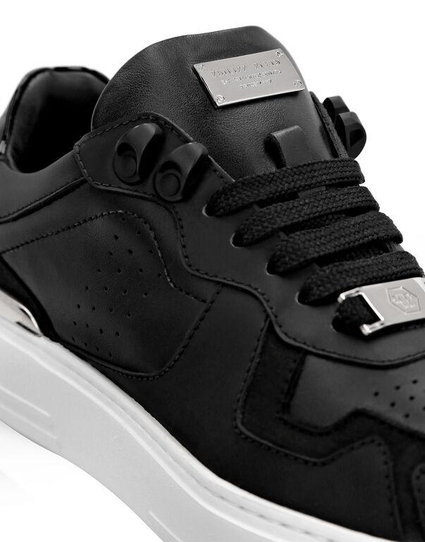 Lo-Top Sneakers mix materials G.O.A.T. TM