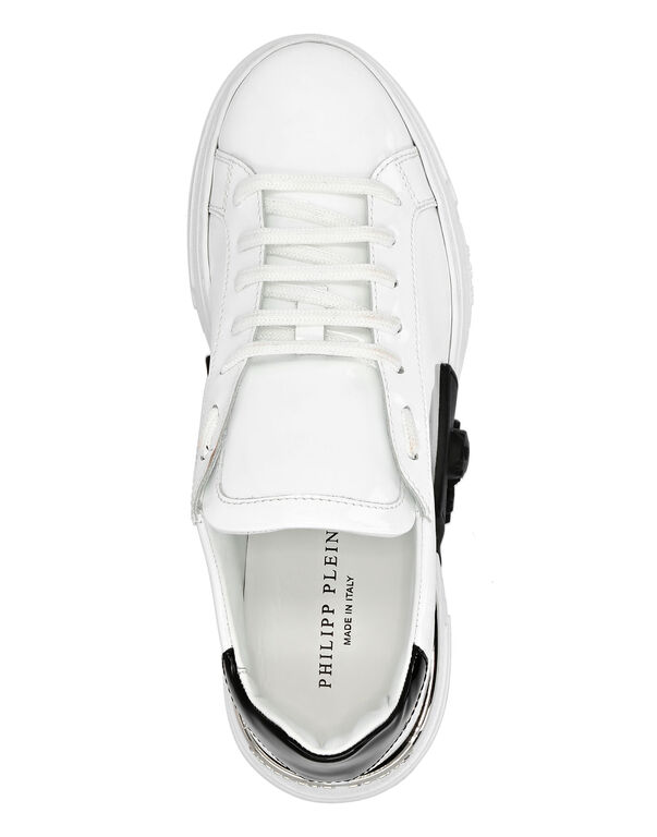 PHANTOM KICK$ Lo-Top Patent Leather Skull