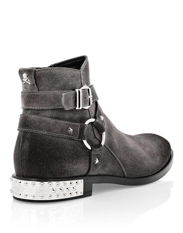 Boots Low Flat Stars