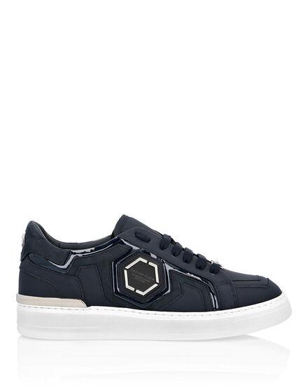 fb698ee77 Lo-Top Sneakers Statement Lo-Top Sneakers Statement ...