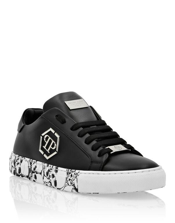 Lo-Top Sneakers hexagon and Skull