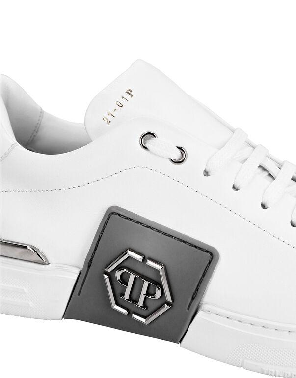 Leather Lo-Top Sneakers metal Phantom Platinum