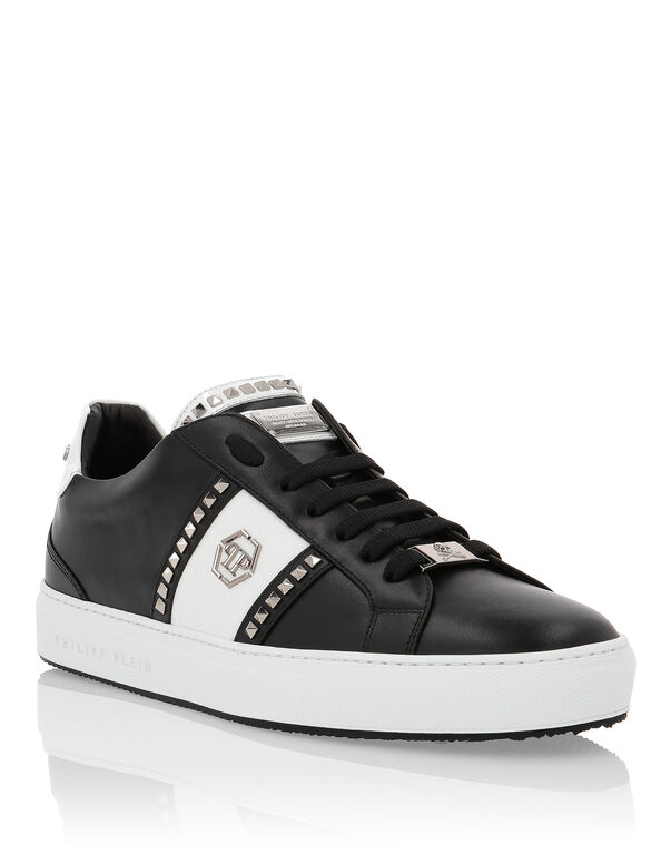 "Lo-Top Sneakers ""Studs and logo"""