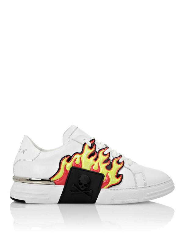 PHANTOM KICK$ Lo-Top flame