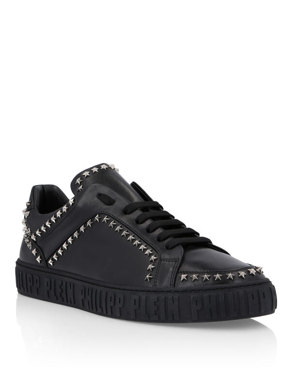 Lo-Top Sneakers Statement