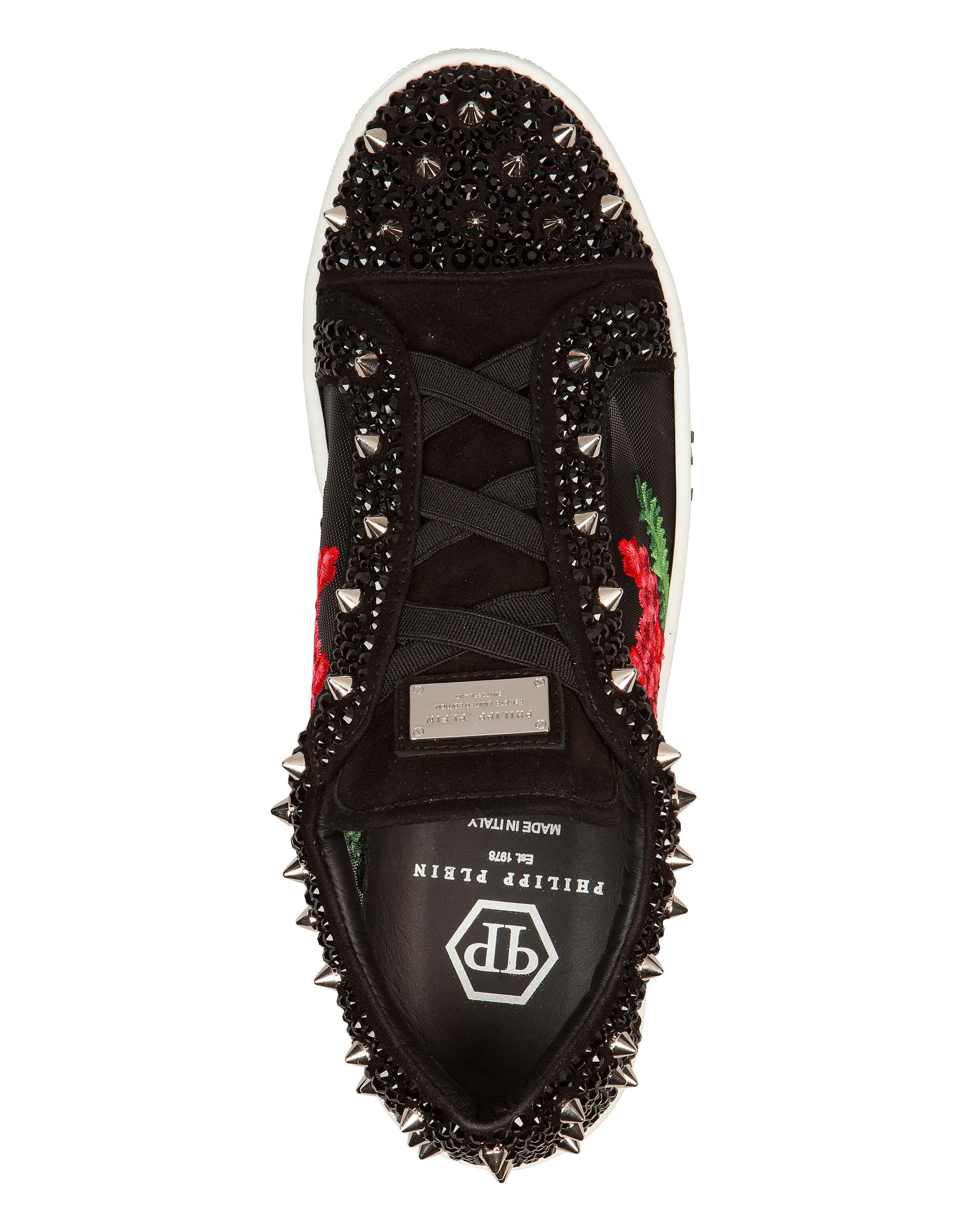 c0b7ff105aa2 ... Sneakers